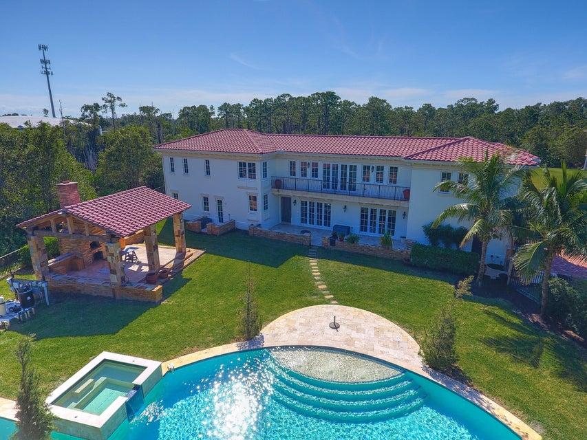独户住宅 为 销售 在 108 SE Cortile Pinero 108 SE Cortile Pinero 圣露西港, 佛罗里达州 34952 美国
