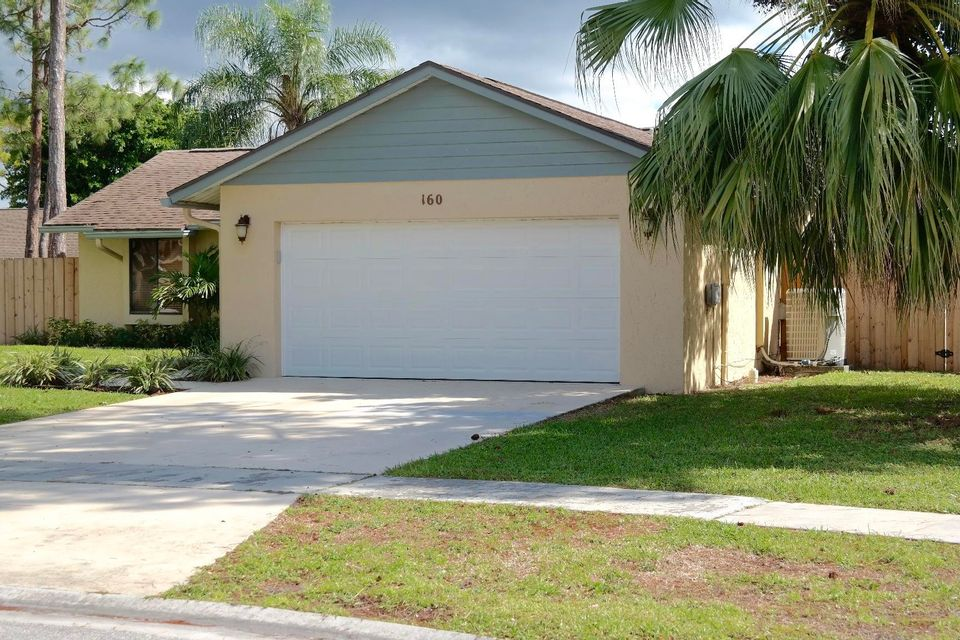 160 Parkwood Drive Royal Palm Beach, FL 33411 photo 2