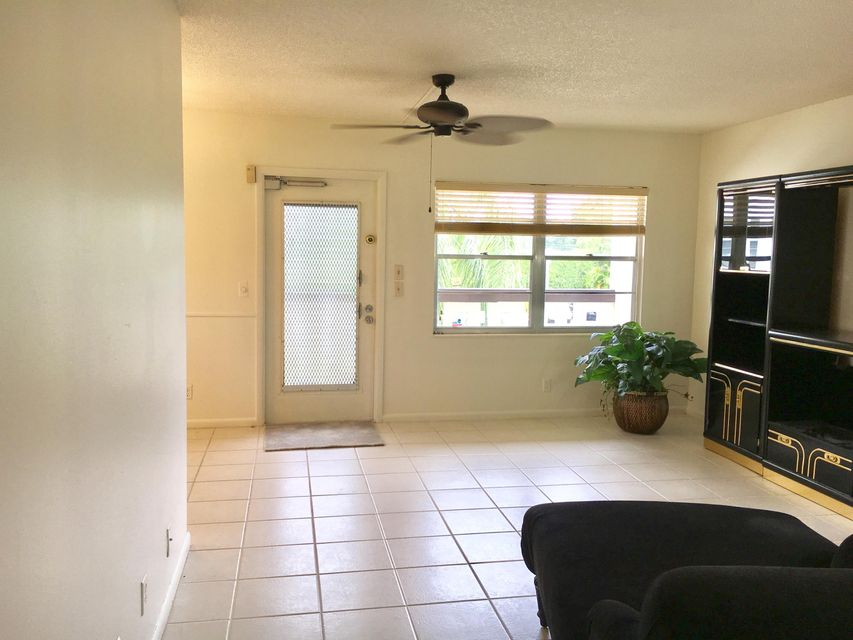 Additional photo for property listing at 228 Suffolk F 228 Suffolk F Boca Raton, Florida 33434 United States
