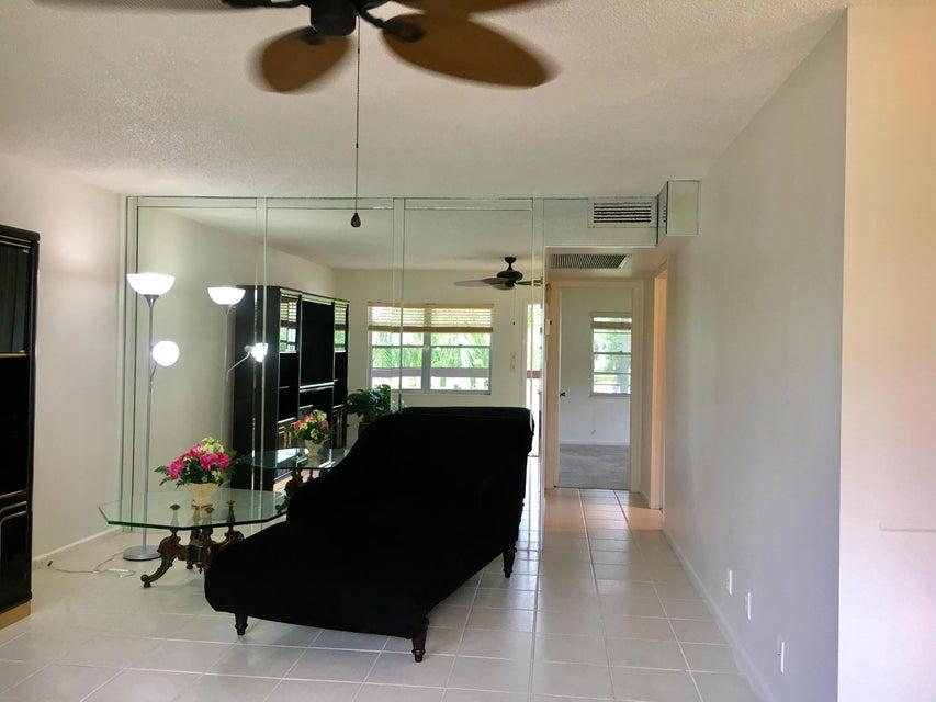 Additional photo for property listing at 228 Suffolk F 228 Suffolk F Boca Raton, Florida 33434 États-Unis