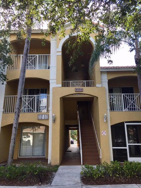 Co-op / Condominio por un Alquiler en 5550 NW 61st Street 5550 NW 61st Street Coconut Creek, Florida 33073 Estados Unidos