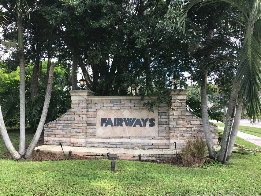 Townhouse for Sale at 115 Fairway Lane 115 Fairway Lane Royal Palm Beach, Florida 33411 United States