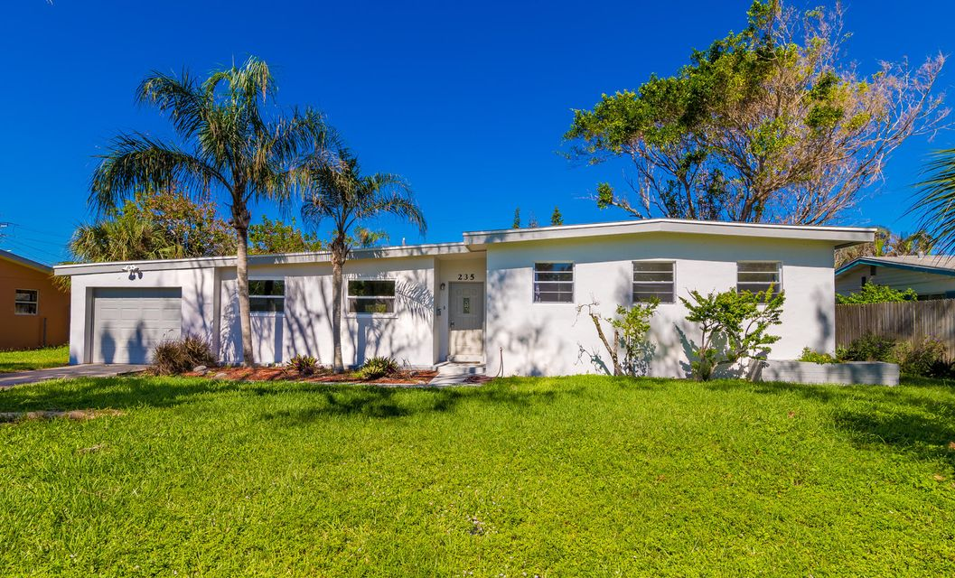 Single Family Home for Sale at 235 NE 2nd Street NE 235 NE 2nd Street NE Satellite Beach, Florida 32937 United States