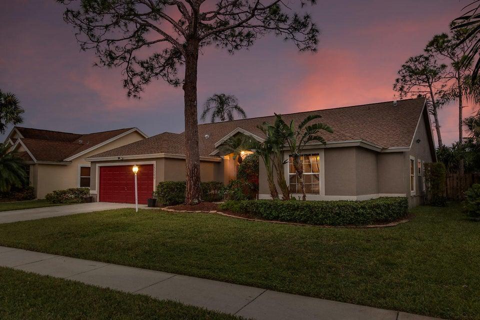 واحد منزل الأسرة للـ Sale في 13060 Meadowbreeze Drive 13060 Meadowbreeze Drive Wellington, Florida 33414 United States