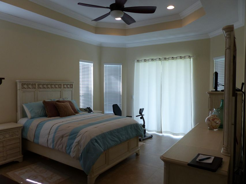 Additional photo for property listing at 1018 SW Dubuque Avenue 1018 SW Dubuque Avenue Port St. Lucie, Florida 34953 United States