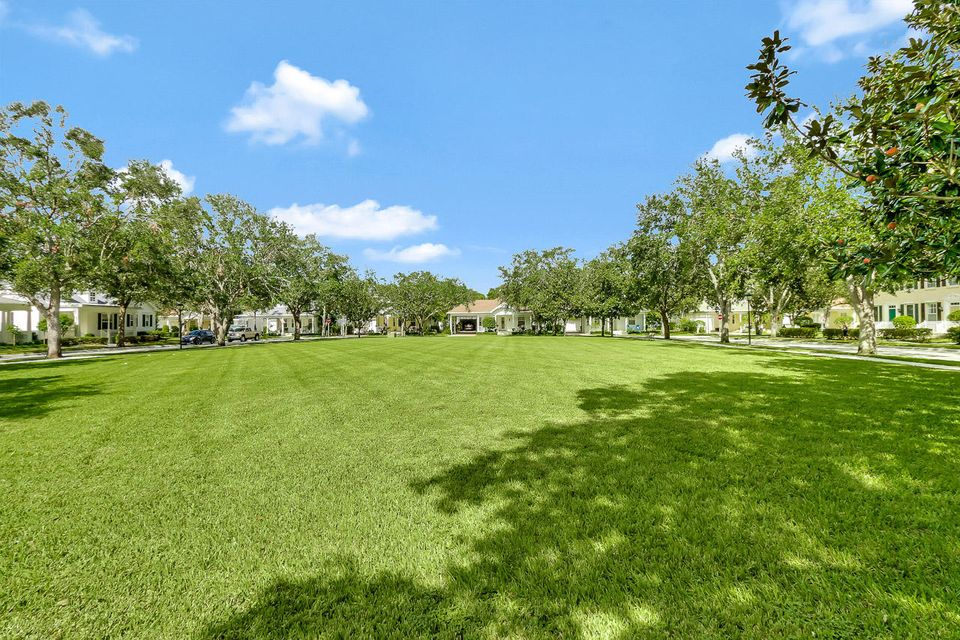 Additional photo for property listing at 129 Bishopwood Drive 129 Bishopwood Drive Jupiter, Florida 33458 Estados Unidos