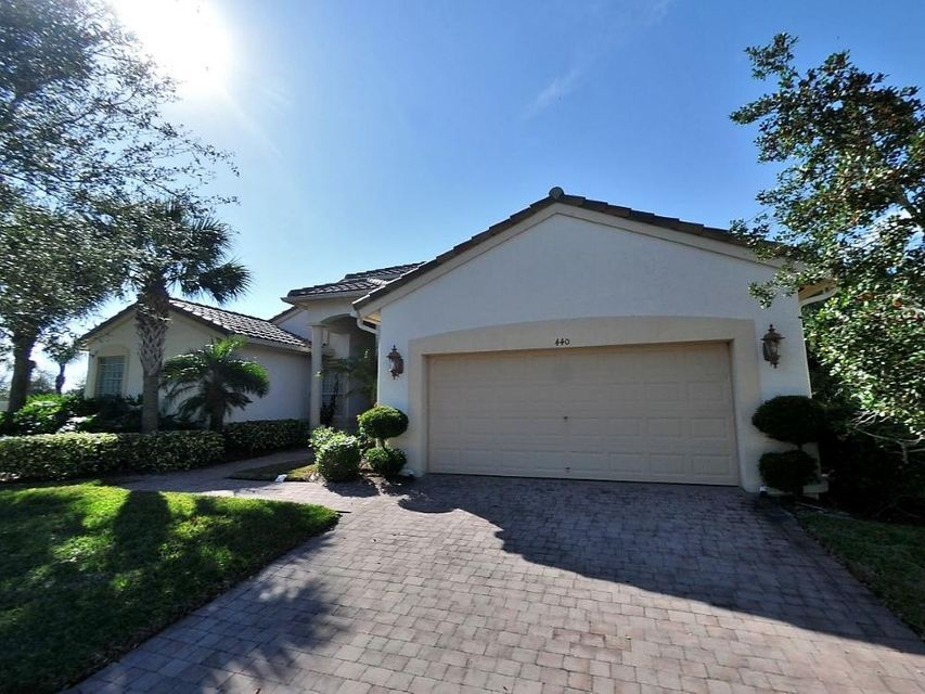 440 Nw Shoreview Drive