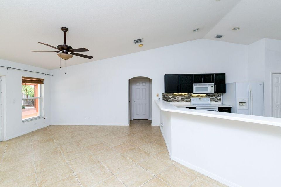Additional photo for property listing at 485 SW Dahled Avenue 485 SW Dahled Avenue Port St. Lucie, Florida 34953 Vereinigte Staaten