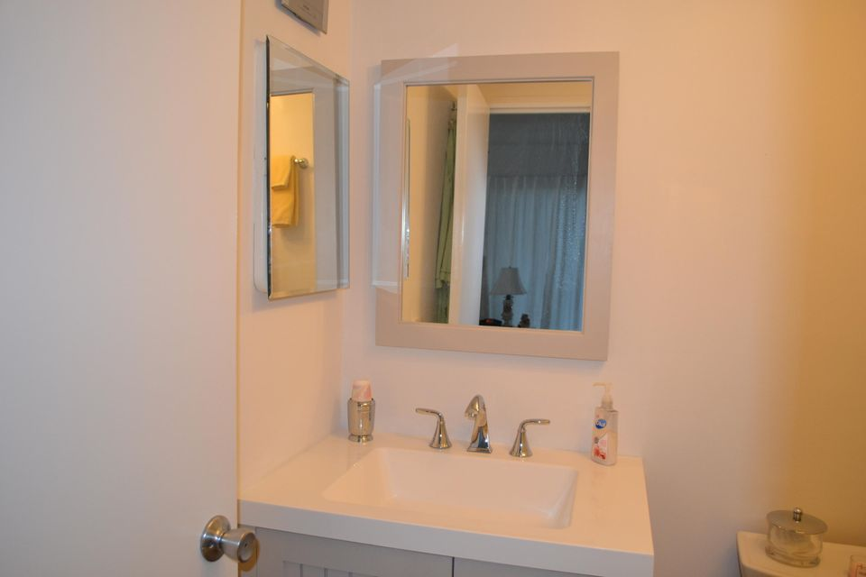 Additional photo for property listing at 78 Seville F 78 Seville F Delray Beach, Florida 33446 Vereinigte Staaten