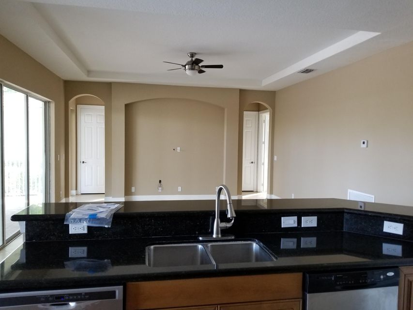 Additional photo for property listing at 8501 Butler Greenwood Drive 8501 Butler Greenwood Drive Royal Palm Beach, Florida 33411 États-Unis