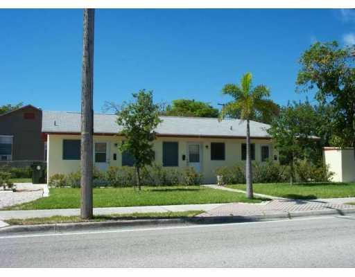 Triplex for Sale at 931 F Street 931 F Street Lake Worth, Florida 33460 United States