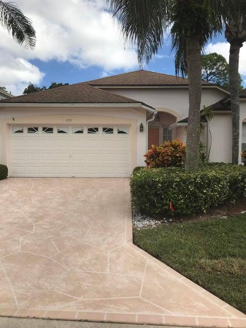 Casa para uma família para Venda às 233 Trails End 233 Trails End Greenacres, Florida 33413 Estados Unidos