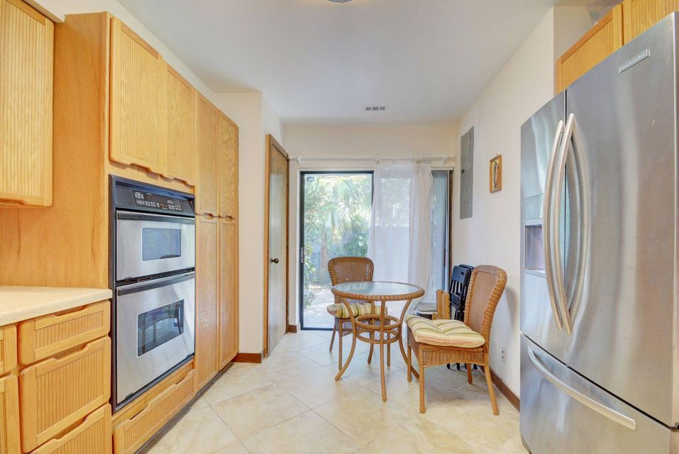 Additional photo for property listing at 3543 S Ocean Boulevard 3543 S Ocean Boulevard South Palm Beach, Florida 33480 United States