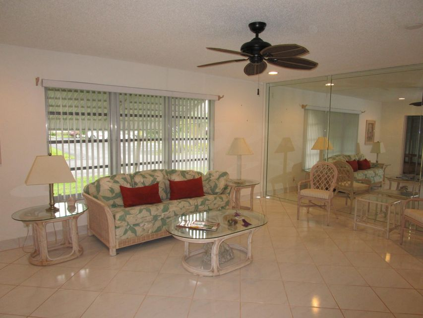 Additional photo for property listing at 1140 Cir Terrace W 1140 Cir Terrace W Delray Beach, Florida 33445 États-Unis