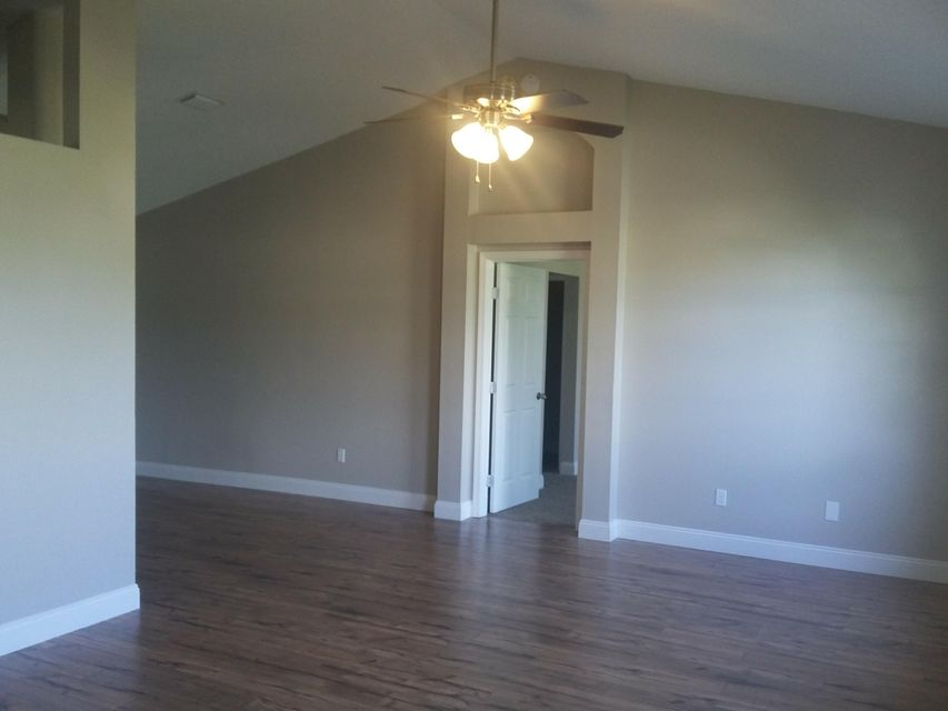 Additional photo for property listing at 1556 SW Dow Lane 1556 SW Dow Lane Port St. Lucie, Florida 34953 États-Unis