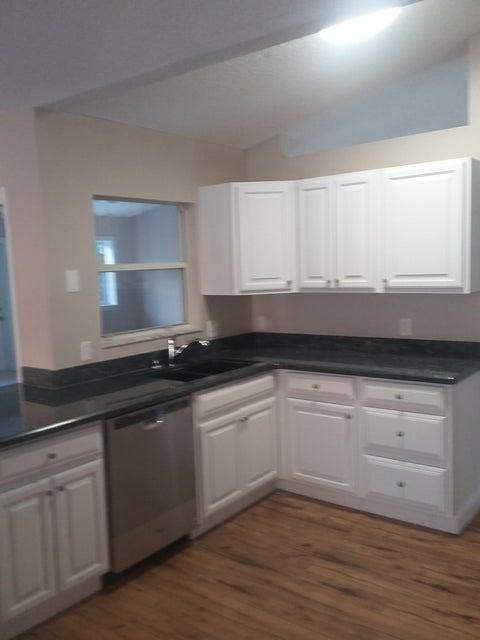 Additional photo for property listing at 1556 SW Dow Lane 1556 SW Dow Lane Port St. Lucie, Florida 34953 Estados Unidos