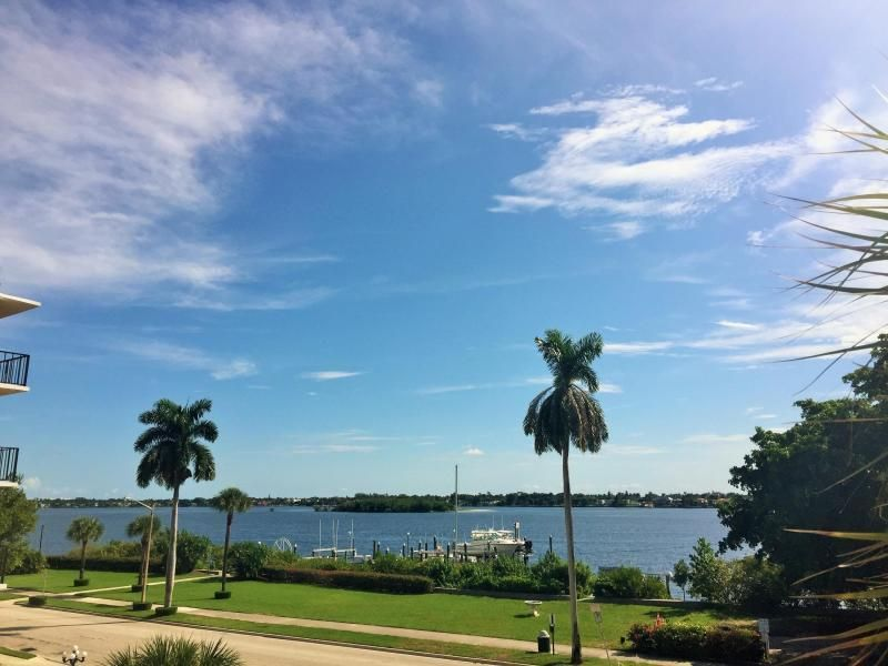 Additional photo for property listing at 3915 S Flagler Drive 3915 S Flagler Drive West Palm Beach, Florida 33405 Vereinigte Staaten