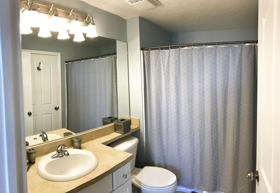 Additional photo for property listing at 2303 Myrtlewood Circle E 2303 Myrtlewood Circle E Palm Beach Gardens, Florida 33418 United States