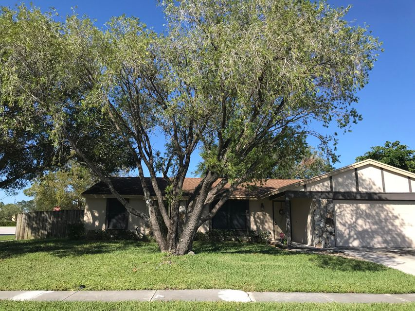 124 Sherwood Drive Royal Palm Beach, FL 33411 photo 3