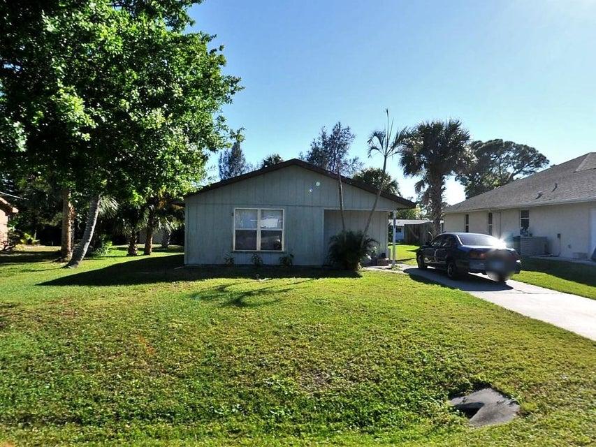 واحد منزل الأسرة للـ Sale في 7203 Hibiscus Road 7203 Hibiscus Road Fort Pierce, Florida 34951 United States