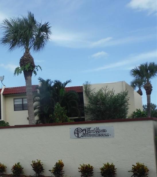 2050 Oleander Boulevard 1-105  Fort Pierce FL 34950