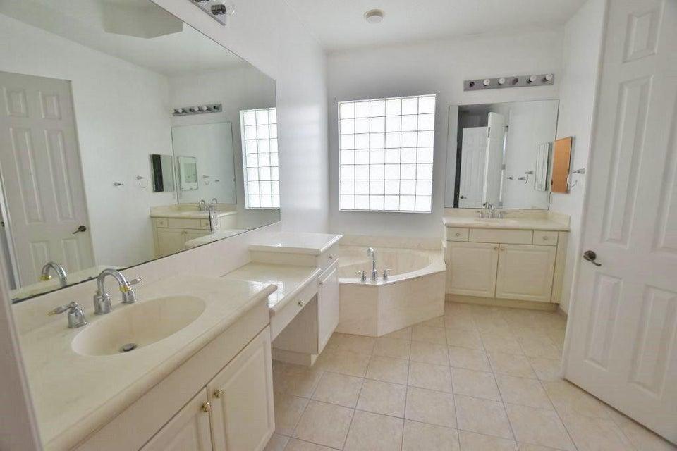 Additional photo for property listing at 8493 Butler Greenwood Drive 8493 Butler Greenwood Drive Royal Palm Beach, Florida 33411 Estados Unidos