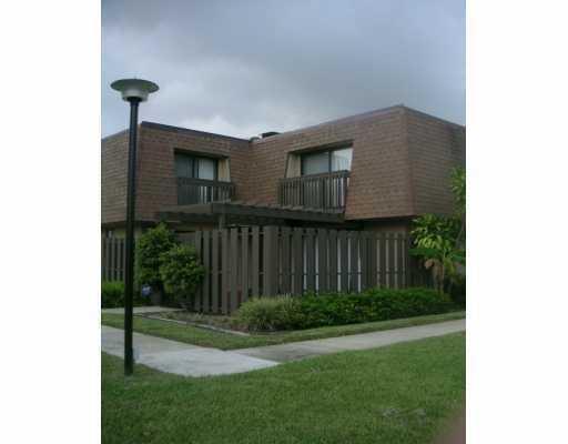 تاون هاوس للـ Rent في 2010 SW 29th Court 2010 SW 29th Court Delray Beach, Florida 33445 United States