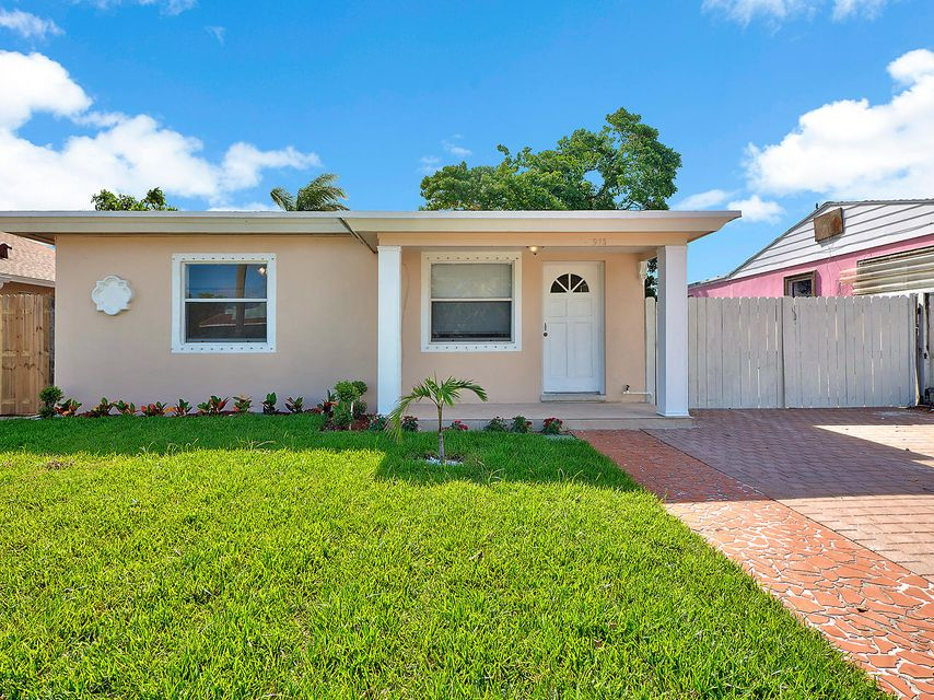 واحد منزل الأسرة للـ Sale في 513 Worthmore Drive 513 Worthmore Drive Lake Worth, Florida 33460 United States