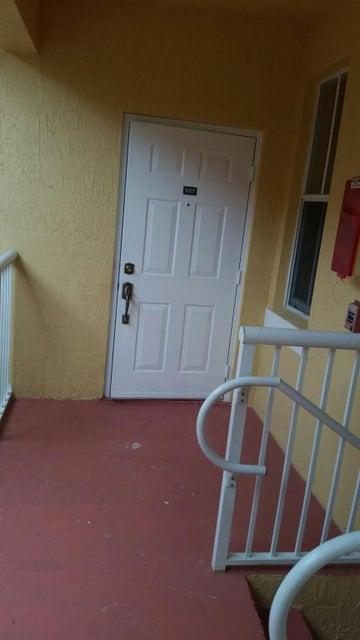 Additional photo for property listing at 1127 Shoma Drive 1127 Shoma Drive Royal Palm Beach, Florida 33414 Estados Unidos