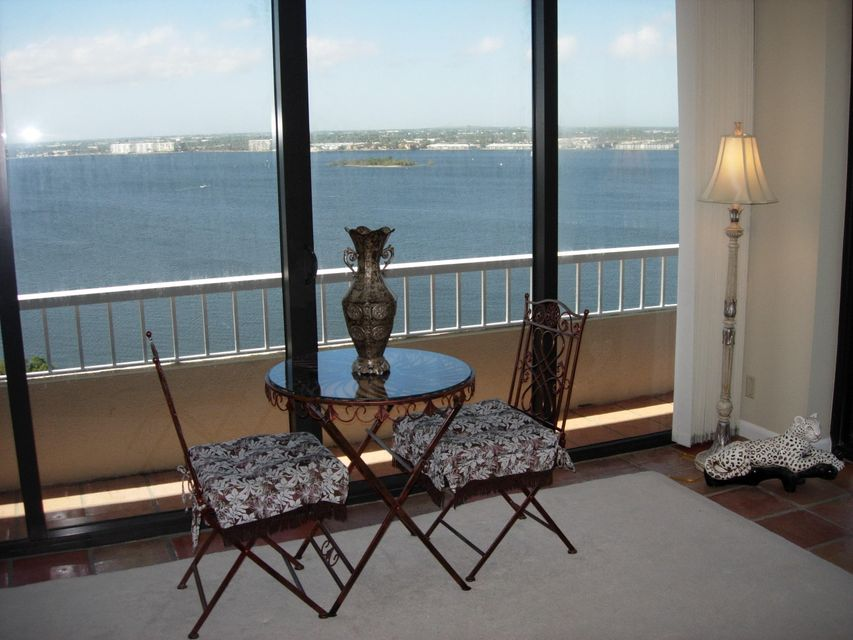 Additional photo for property listing at 5510 N Ocean Drive 5510 N Ocean Drive Singer Island, Florida 33404 United States