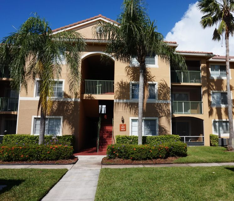 共管式独立产权公寓 为 销售 在 3606 NW Adriatic Lane # 107 3606 NW Adriatic Lane # 107 Jensen Beach, 佛罗里达州 34957 美国