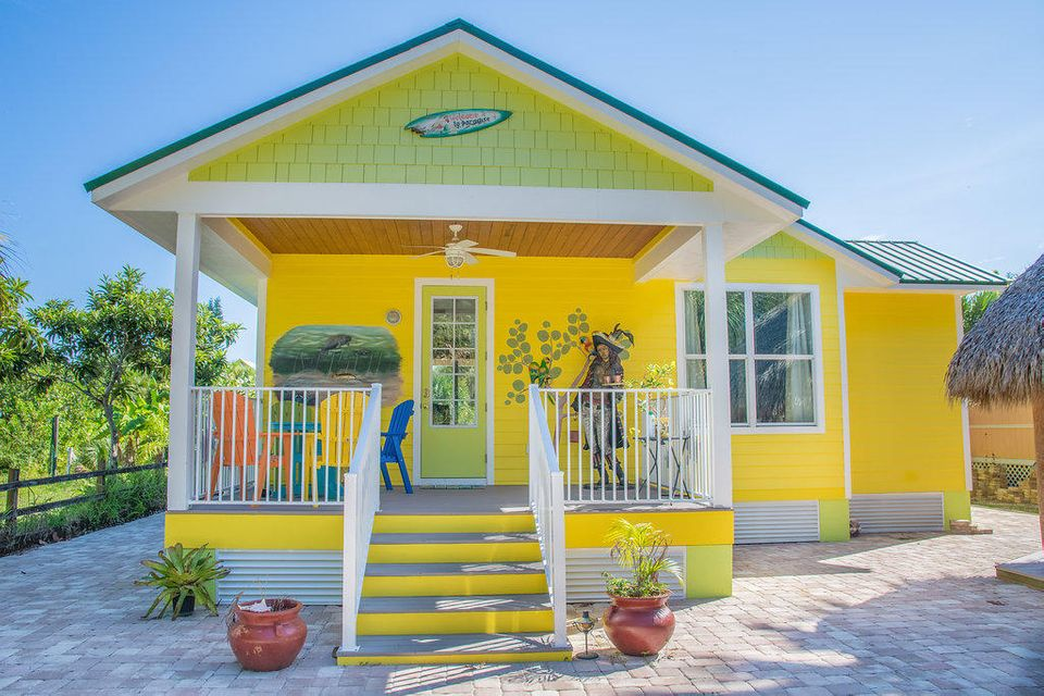 واحد منزل الأسرة للـ Sale في 33 Vip Island A 33 Vip Island A Grant Valkaria, Florida 32949 United States