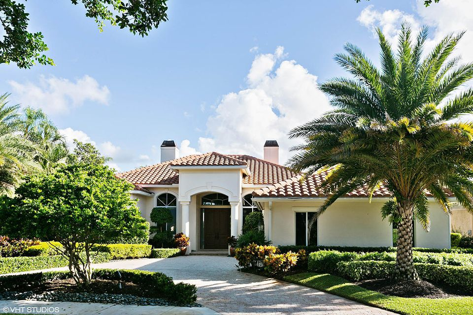 38 Saint James Drive , Palm Beach Gardens FL 33418 is listed for sale as MLS Listing RX-10379729 20 photos