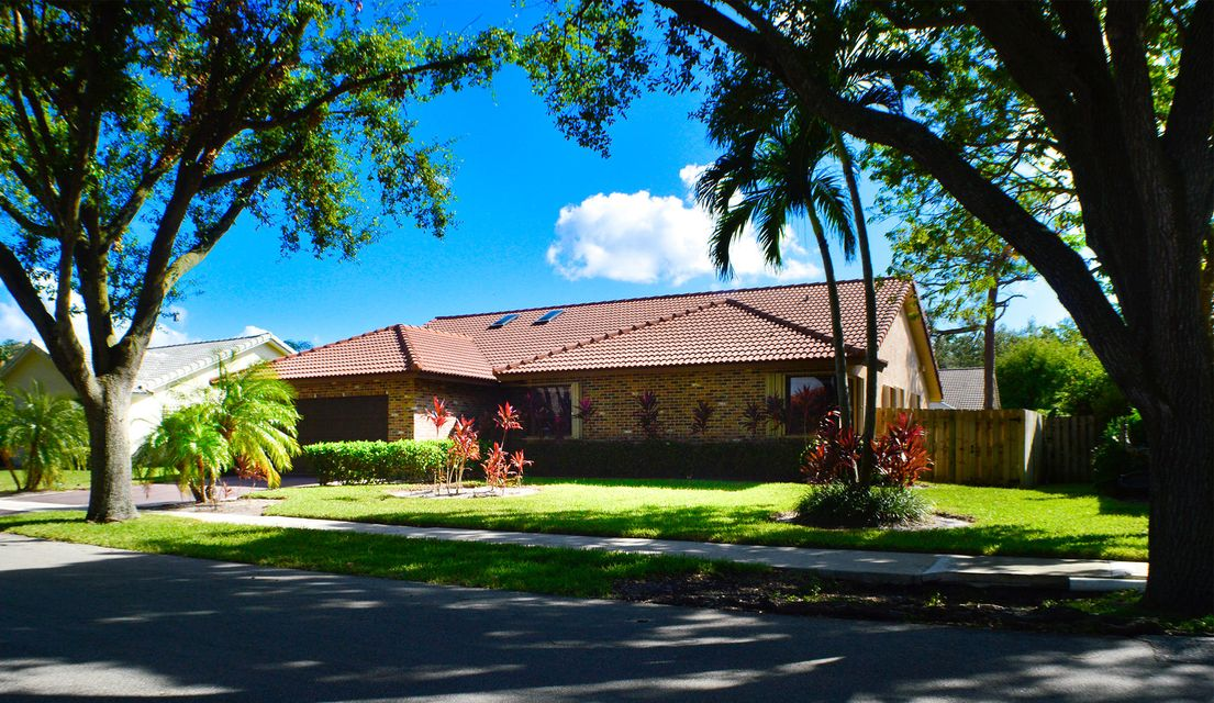 2584 Nw 39th Street