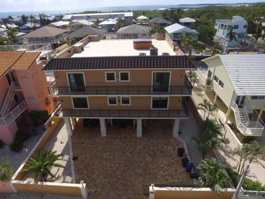 Single Family Home for Sale at 175 Lorelane Place 175 Lorelane Place Key Largo, Florida 33037 United States