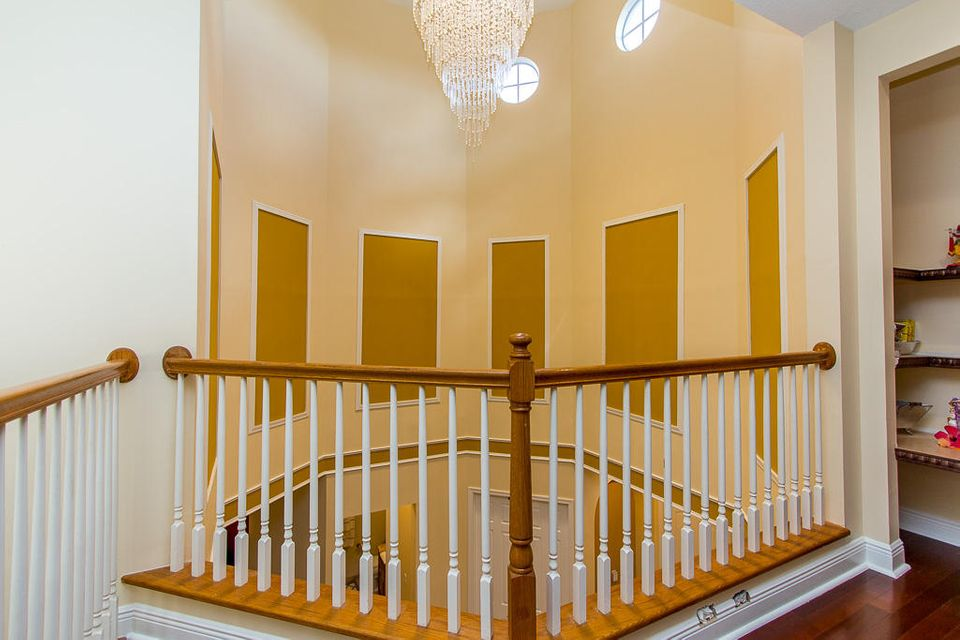 2105 Bellcrest Court