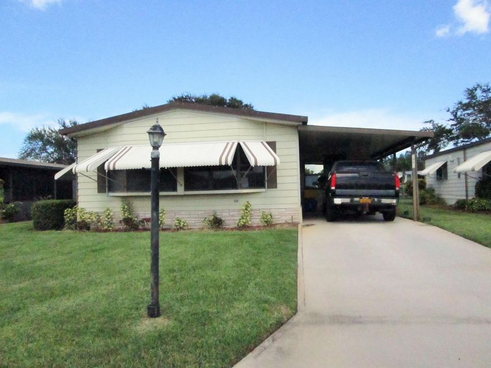 Mobile / Manufactured for Sale at 7991 SE Shenandoah Drive 7991 SE Shenandoah Drive Hobe Sound, Florida 33455 United States