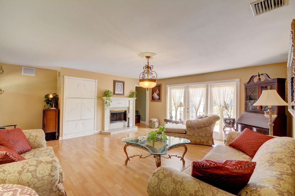 Single Family Home for Sale at 4350 NE 15th Avenue 4350 NE 15th Avenue Oakland Park, Florida 33334 United States