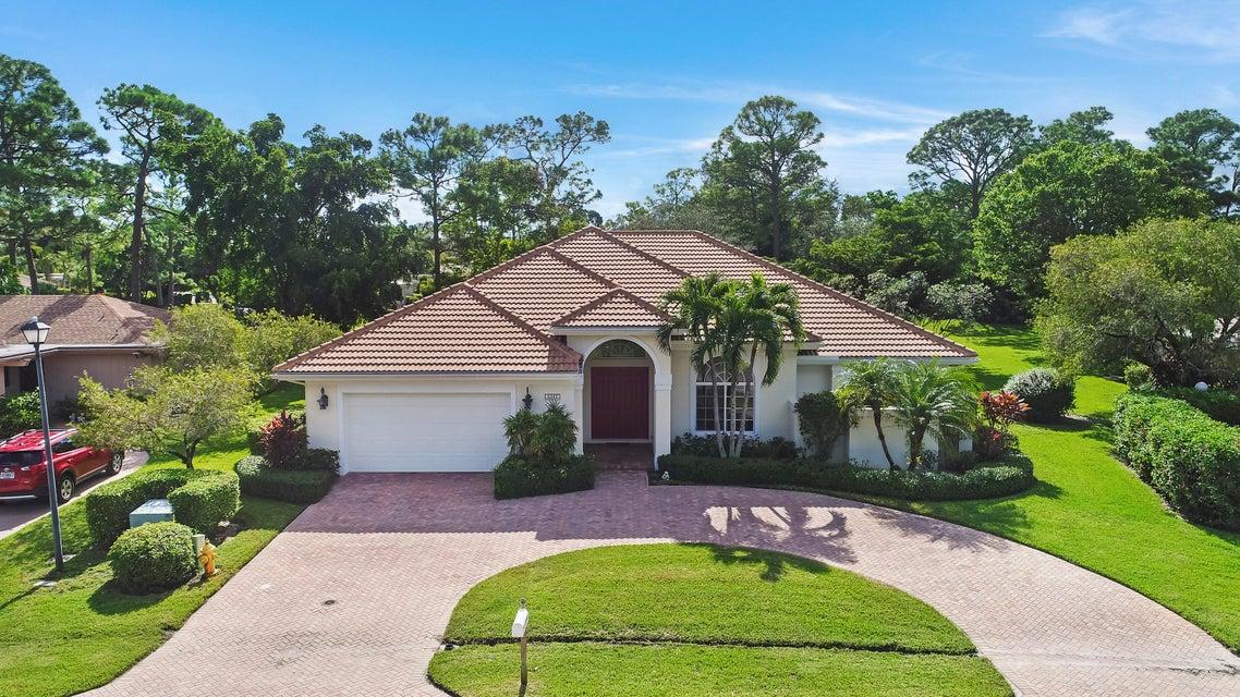 6395 Eastpointe Pines Street  West Palm Beach, FL 33418