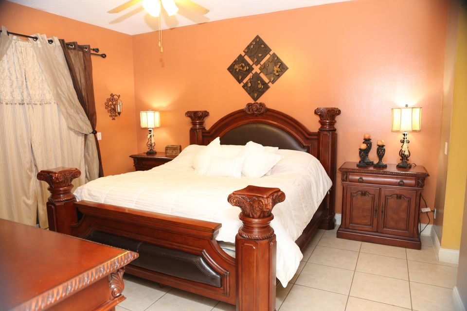 1017 Cape Cod Terrace West Palm Beach, FL 33413 small photo 10