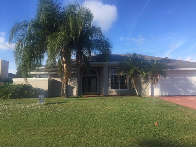 Single Family Home for Sale at 1273 SE Mcfarlane Avenue 1273 SE Mcfarlane Avenue Port St. Lucie, Florida 34952 United States