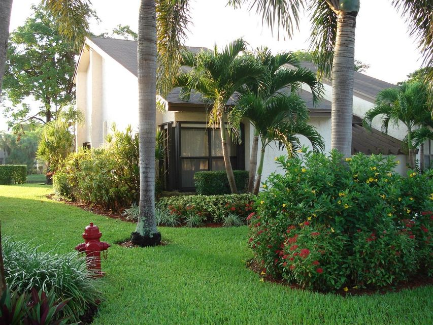 Home for sale in Villas Of Willow Bend 7 Lake Worth Florida
