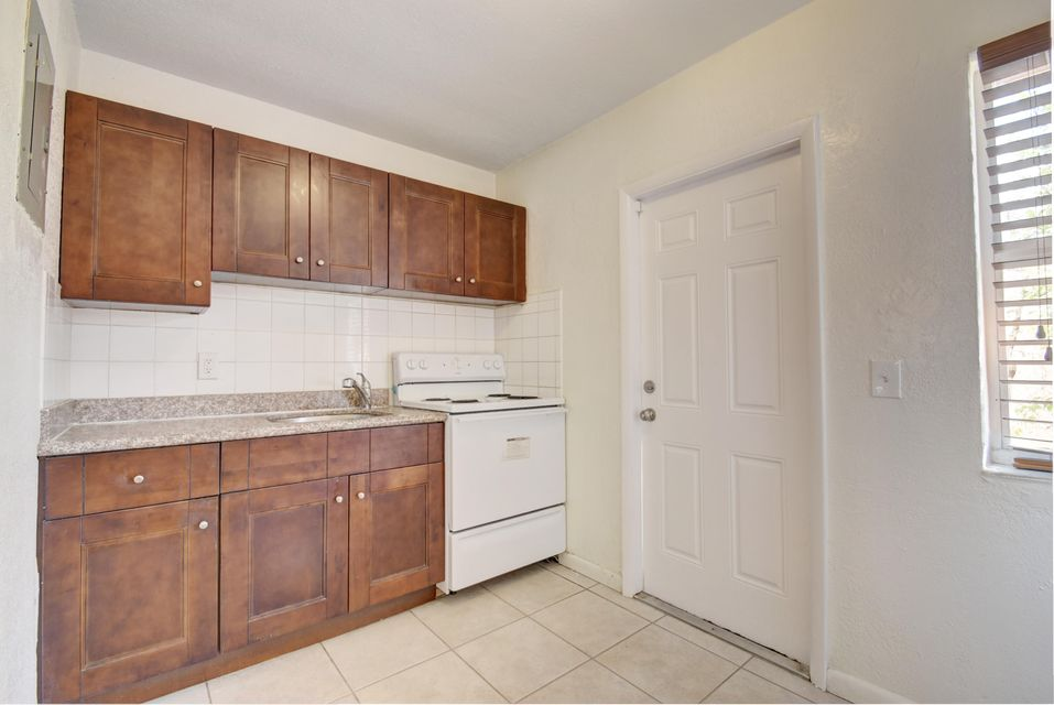 Additional photo for property listing at 710 SE 4th Avenue 710 SE 4th Avenue Delray Beach, Florida 33483 Vereinigte Staaten