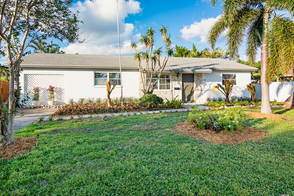 424 Alemeda Dr, Palm Springs, FL 33461