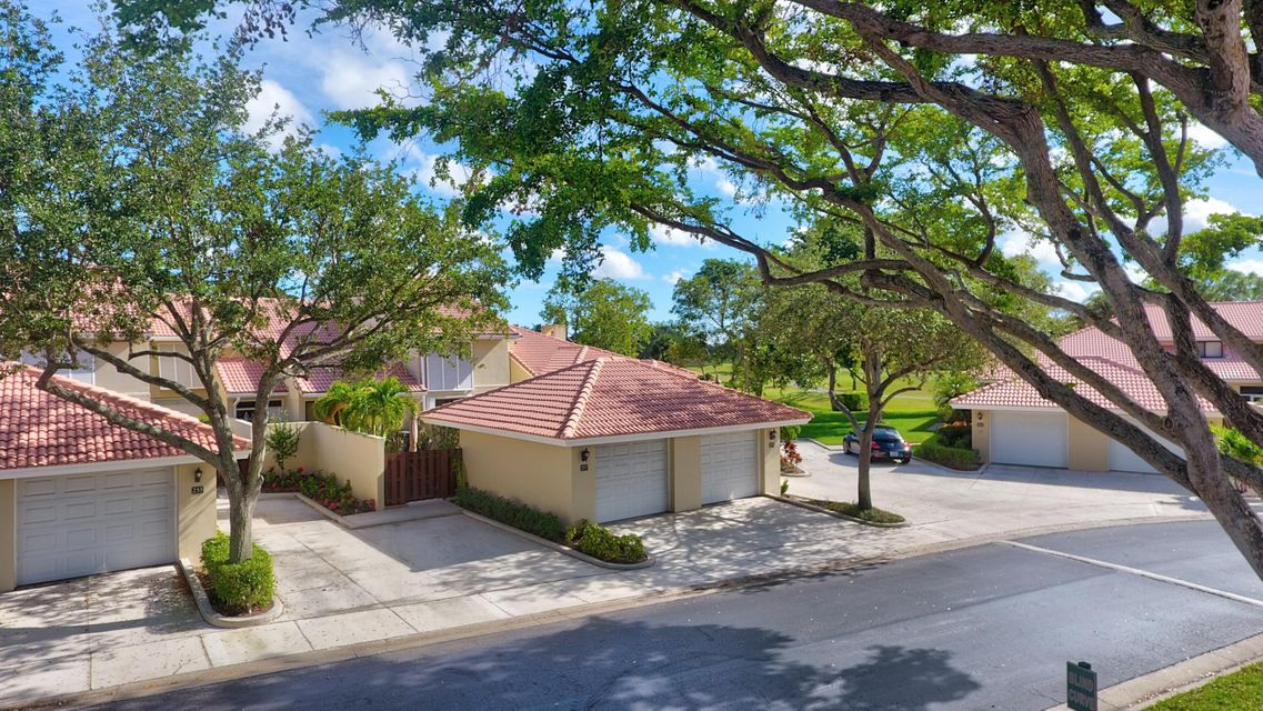 Townhouse for Sale at 257 Old Meadow Way 257 Old Meadow Way Palm Beach Gardens, Florida 33418 United States