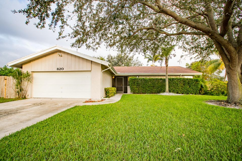 Home for sale in LAKEWOOD EAST SEC 1 Coconut Creek Florida