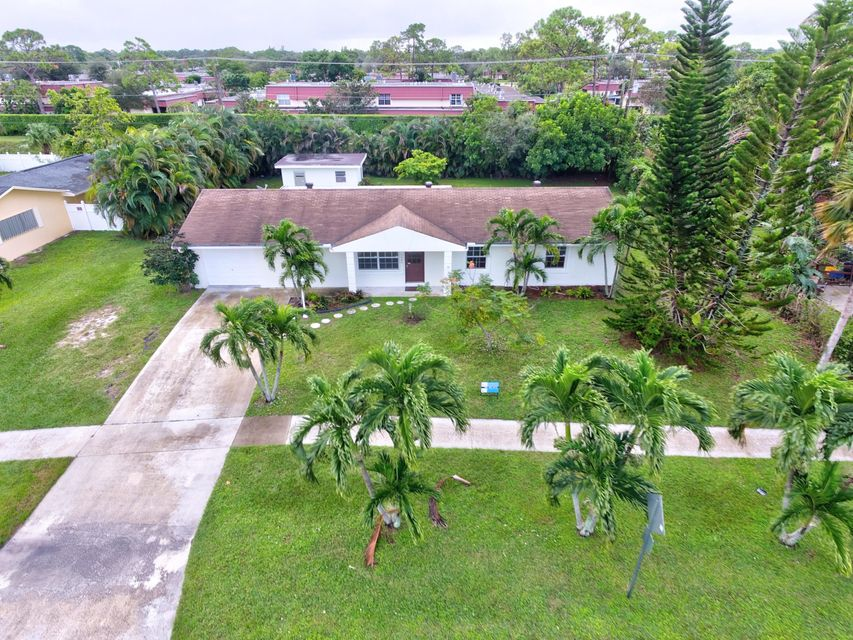 Home for sale in PALM BEACH NATL GOLF AND COUNTRY CLUB ESTATES 2 Lake Worth Florida