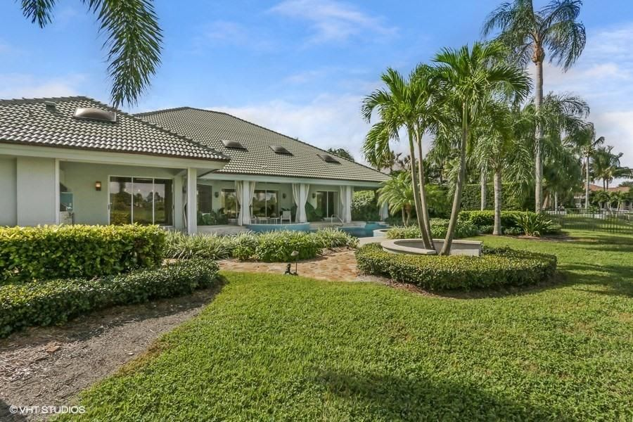 LOXAHATCHEE CLUB REALTY