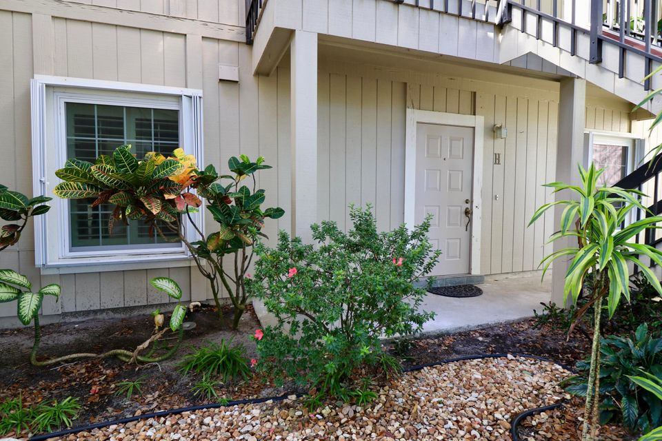 18580 SE Wood Haven Lane is listed as MLS Listing RX-10382413 with 24 pictures