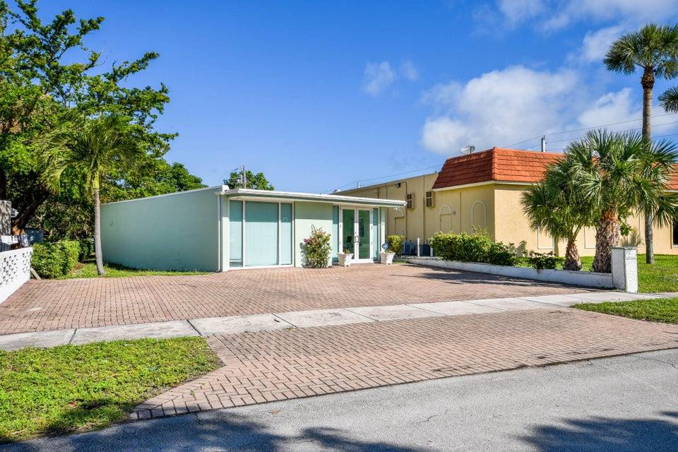 517 Lancaster Street Boca Raton, FL 33498 photo 3
